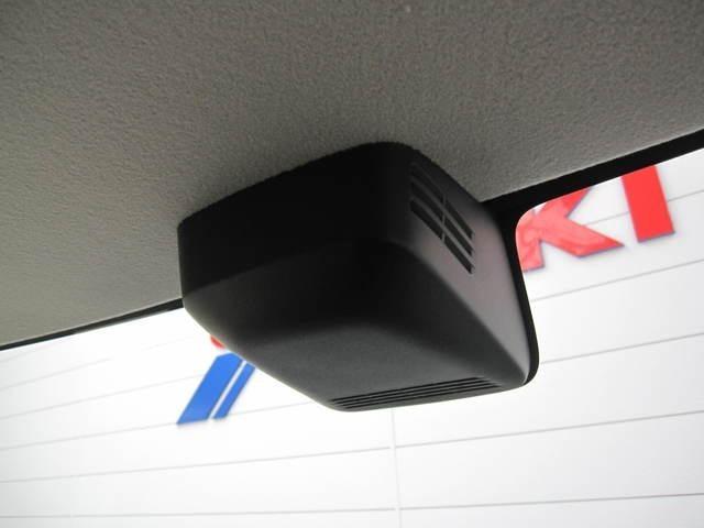 スズキセーフティサポート搭載で、デュアルカメラブレーキサポート、前方後方誤発進抑制機能、車線逸脱機能、先行者発信お知らせ機能、後退時ブレーキサポート、ふらつき警報機能、ハイビームアシストなどが装備です