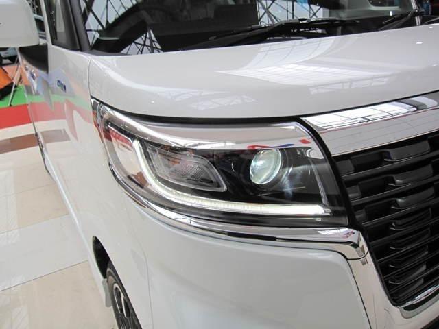 トンネル進入時や夜間走行時に自動で点灯/消灯するオートライトシステム付のLEDヘッドランプを装備、力強い顔つきを演出する特徴的なLEDポジションランプも採用です