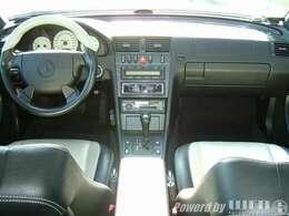 左ハンドル車輛。粗純正状態の内装で御座います。駆動系好調♪♪
