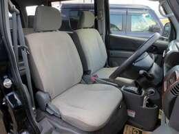 綺麗なフロントシートです。 目立つ汚れやヘタリ・匂いも感じません。