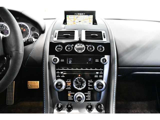 イモビライザーBrembo製モノブロック4ポットキャリパー、ABS(アンチロックブレーキ)、EBD(電子制御制動力最適配分装置)、EBA(電子制御緊急ブレーキ補助装置)、DSC