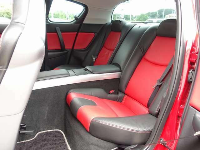 人気のRX-8 タイプSの入庫!新車OPの赤X黒レザーシートを装着し、SSR GTV02 19AW、前後大型スリットローター、ETCなど多数の高額パーツを装備した希少価値の高い一台