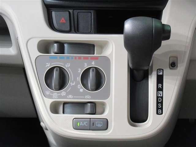 ☆エアコン・シフト☆マニュアルエアコンです!操作しやすい位置にボタン配置されています!