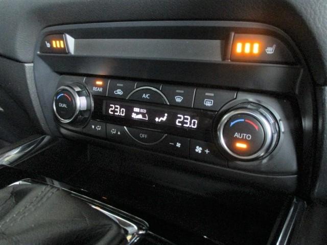 オートエアコン装備で季節を問わず室内は快適空間です!しかもシートヒーター付きですので寒い冬でも快適に過ごせます!