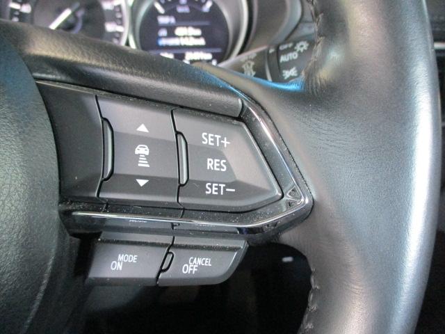 MRCC(マツダレーダークルーズコントロール)は先行車との車間を維持しながら追従走行を可能にしています。長距離でのドライバーの負担を軽減させてくれます。