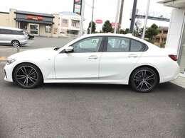 BMW Premium Selectionでは登録後2年間の保証終了後も、2年または1年の延長が可能です。更に延長保証期間中はBMWエマージェンシーサービス(24時間365電話サポート等)が付帯されますので万一の場合も安心です。