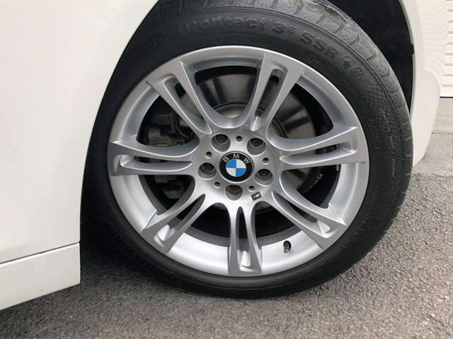 ★純正18インチアルミホイール装備!アルミホイールには目立つガリ傷等な無く、状態は◎!タイヤは、新品タイヤに交換してからのご納車となります!弊社では安価なアジアンタイヤは使用しないのでご安心下さい!★