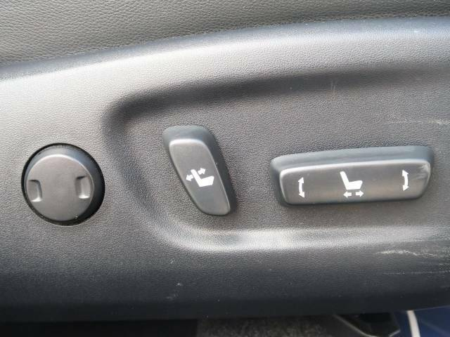 【パワーシート】スイッチ一つで簡単にシートの微調整が可能!電動だから力もいりません!自分に最適なシートポジションにセットして、快適なドライブをお楽しみください。