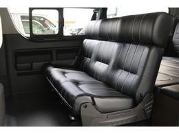 アレンジASの最大の魅力のリアシート!座り心地もいい形状でベットに変形も可能です!