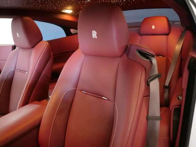 シートヒーター、パワーシート、フロントベンチレーテッドシート、RRヘッドレスト刺繍、コントラストステッチ