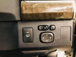 電動格納ミラーが付いていますので、運転席に座ったまま両サイドのミラーが折りたためます!また、ミラーの内側も運転席から角度調整が自由にできますので、運転手が交代した時、視界が変わっても楽に調整できます☆