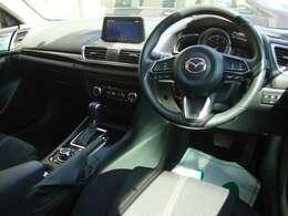 ブレーキサポート・レーダークルーズ・ヘッドアップディスプレー・コーナーセンサー・パワーシート・ステアリング&シートヒーター・アイドリングストップ・ステアリングオーディオスイッチ・パドルシフト
