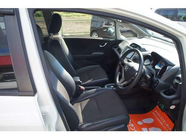 内装はシート・素材に汚れ、キズ等も少なくキレイです。タバコ臭等いやな車内臭も感じず良好なコンディションです☆