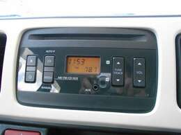 純正CDオーディオ付きです。AM/FMラジオ機能も付いております。