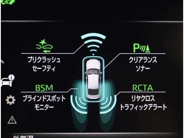 クリアランスソナーが付いています。 車にはどうしても死角ができるもの。 でも、センサーで障害物を感知して音などで知らせてくれるので、暗い道や狭い道でも安心して運転できますよ。