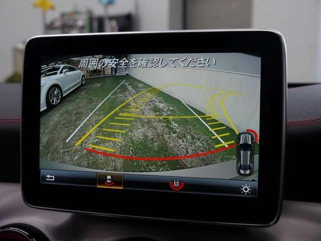 リバースギア連動のガイドライン付きバックカメラを搭載し後方の死角になる部分も映像で確認する事が可能です!車庫入れの際にバックカメラが活躍致します!!