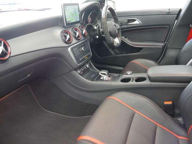 ブラッシュドアルミニウムインテリアトリムを採用した高級感溢れる室内空間!マルチカラーアンビエントライトにより気分によって車内の雰囲気を変更可能!