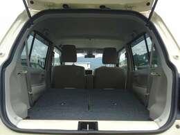 後席部分を倒すことでかなりのスペースを確保でき荷物を載せることが出来ます。