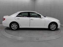 FRセダンとしての本質を原点から追求し、車両性能から車名にいたるすべてを一新させたモデルです。