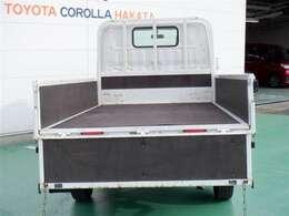 しっかり積める荷台長。脚立などの長尺物も積め、幅広い仕事につかえます。