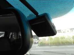 ドライブレコーダー装備。