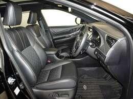 心地良さを追求した、機能性の高いシートです。上質な座り心地で長距離運転も疲れません。パワーシートを搭載しています。