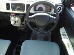 安全性は、レーダーブレーキサポート装着車を設定!横基調で広さ感を演出するインストルメントパネル、ライトブルーを基調とし、白いパイピングをあしらったシート表皮!