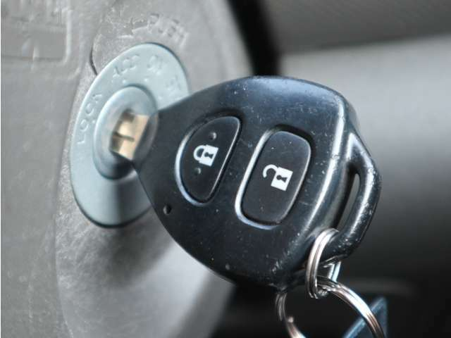 「キーレス」 ボタン一つでドアの開錠施錠が行えます!