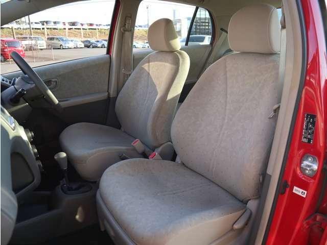 「助手席」 こちらもシートの状態は良く、目立つような傷や汚れはありません!