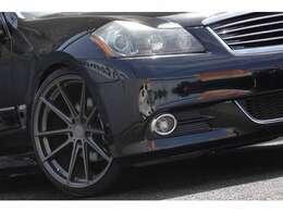 ヘッドライトがインナーブラックだと車が引き締まって見えますね♪フォグも変えてみてはいかがでしょうか?