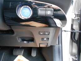 鍵を出さなくてもボタン1つでエンジンを掛けられるプッシュスタート車です☆