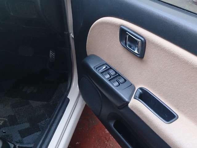 汚れがちな運転席の内張りですが、使用頻度が少なかったのか、本当に綺麗です☆