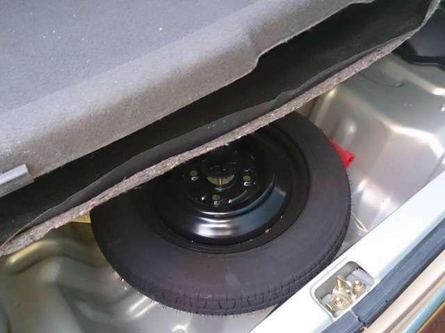 中古車は無いことが多いですが、当然スペアタイヤも装備!!