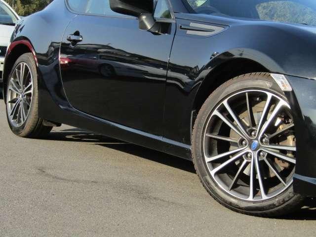純正アルミホイールタイヤサイズ215/45R17 タイヤ溝もまだあります。
