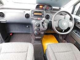 前席は、セパレートシートになっているので、運転席と助手席の間から、後席へ移動ができますよ^^雨の日など濡れなくて移動ができて便利ですよ~^^^^