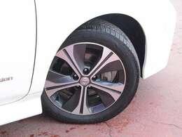 タイヤサイズは215/50R17純正アルミホイール