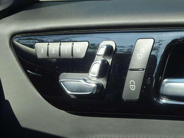運転席メモリー付電動シート。シートヒター付。