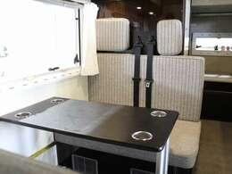 3列目シートは3点式シートベルトになりますのでチャイルドシートも取付け可能です♪