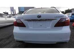 ロングボディー・リア電動サンェード・サイド電動サンシェード・パワートランク・バックカメラ・綺麗な車両です!!すばらしい~!!!魅力の1台です。