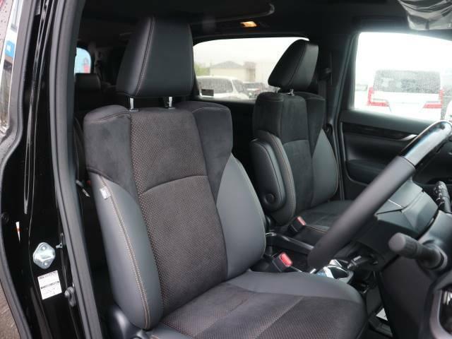 高級感のある内装で広々した運転席でドライブも楽しめます♪