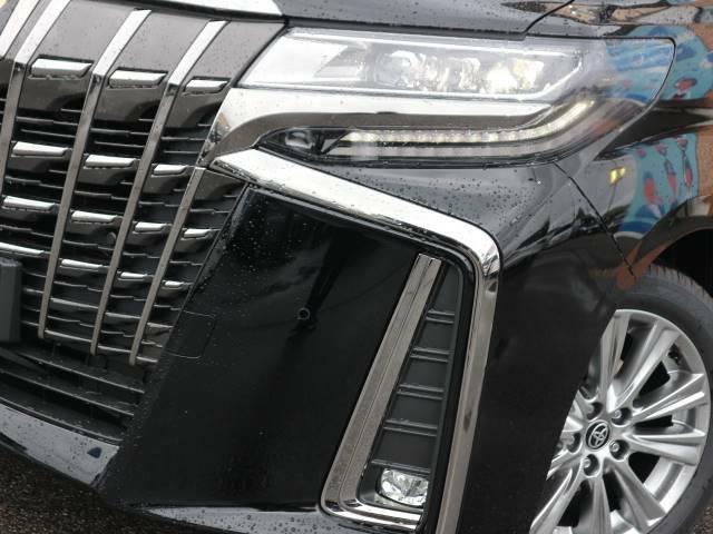 S Cパッケージと同じ3眼LDEヘッドライト+シーケンシャルウインカーが特別仕様車にも装備。ワンランク上の高級感に仕立てています。