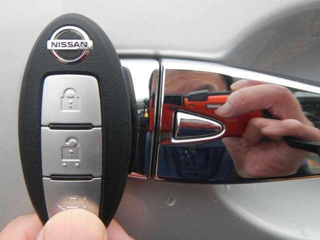ドアの開け閉めラクラクなインテリジェントキーを装備です。