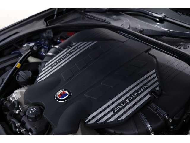 【エンジンスペック】 V型8気筒 4394cc ガソリン ターボ 550馬力(カタログ値)