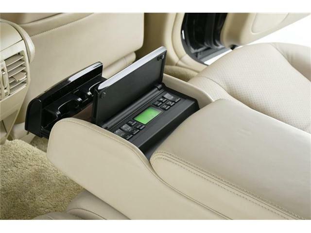 セカンドシートには後席オーバーヘッドコンソール&コントロールスイッチが搭載されています!シートヒーターやバイブレーター付きシートなど快適に過ごせる機能が満載です♪