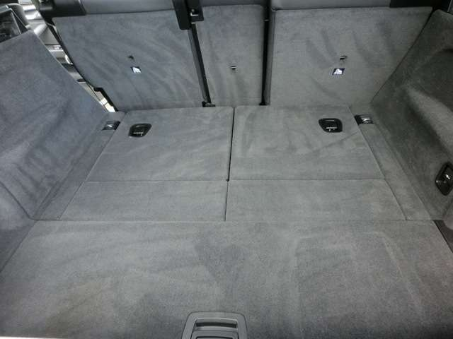 ラゲッジルーム内も非常に綺麗な状態です!セカンドシートを倒せばさらに収納スペースが拡大されます!