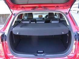 定員乗車時でも十分な荷室スペースを確保。