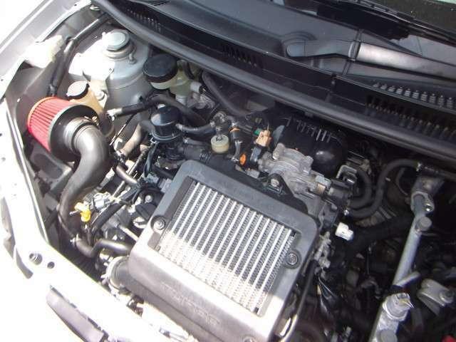 走行8万キロのエンジンをベースにタイミングベルト・ウォーターポンプ・クランクシールF/R・各部パッキンシール類を交換リフレッシュさせたエンジンです♪