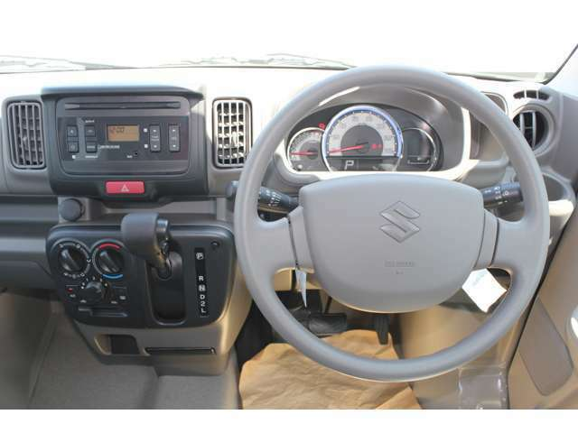 電装品の取付位置も見やすい場所にあり、その他のスイッチ類も運転者が操作し易い様に配置されています。
