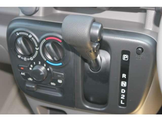 マニュアルタイプのエアコンです。操作は簡単でシンプルなタイプです。