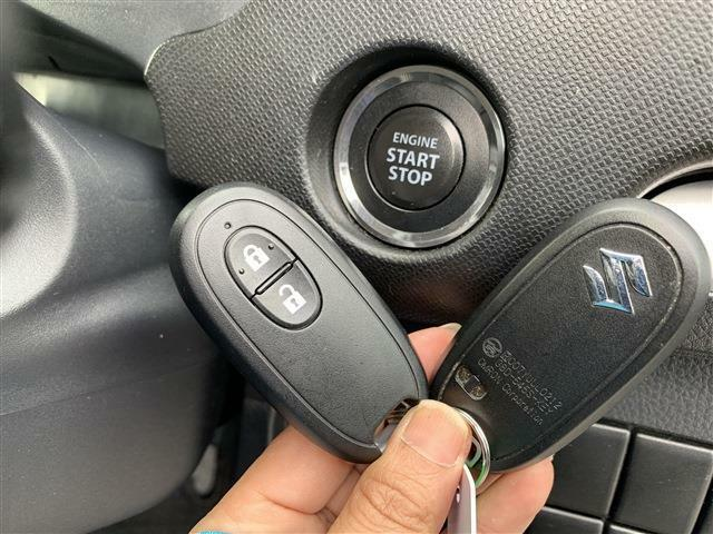 スマートキー☆プッシュスタート☆鍵を挿さずにポケットに入れたまま鍵の開閉、エンジンの始動まで行えますので、一度使うと手放せないくらい便利です♪